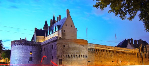 Nantes France hotels under 100 dollars